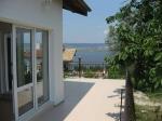 Fraai zomerhuis met schitterend uitzicht over het meer van Varna