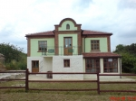 Traditioneel Bulgaars huis op enorm stuk grond op gewenste locatie