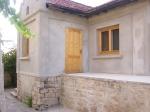 Natuurstenen huis in levendig dorp