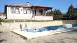 Gelijkvloers huis met zwembad 7 km van de zee